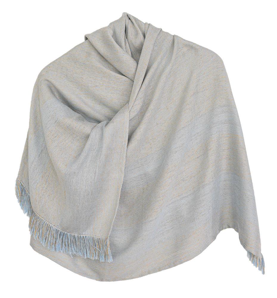 Chal de seda en tonos celestes y ocres.