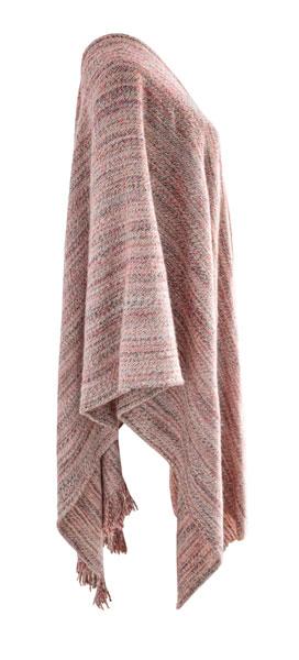 Poncho de lana en tonos coral.