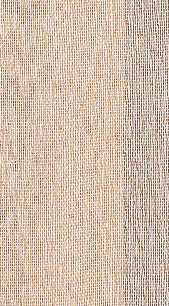 Bufanda de seda en tonos tostados.