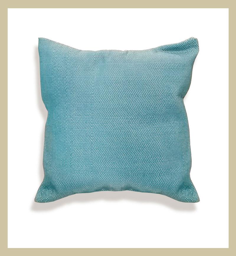 Cojín azul de algodón 100% tejido en sarga.